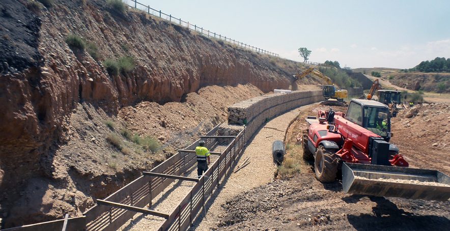 Muro de gaviones para rehabilitación de Vía Verde.