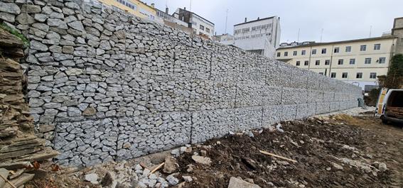 Muro de Gaviones de doble torsión en el colegio san José en Lugo