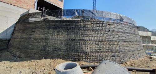 muro-ecologico-curvo-marbella-etf